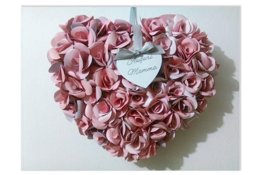 Cuore con rose di carta