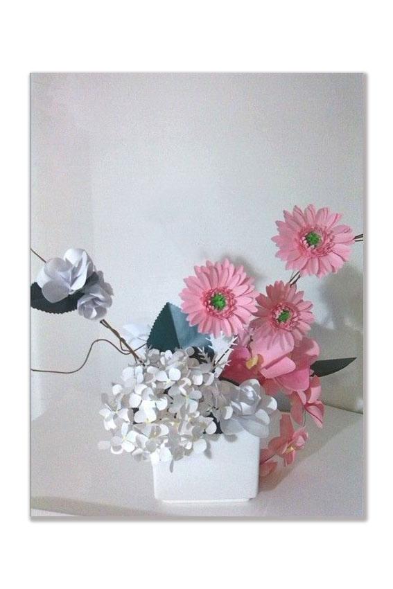 Rose, ortensie, orchidee e gerbere di carta
