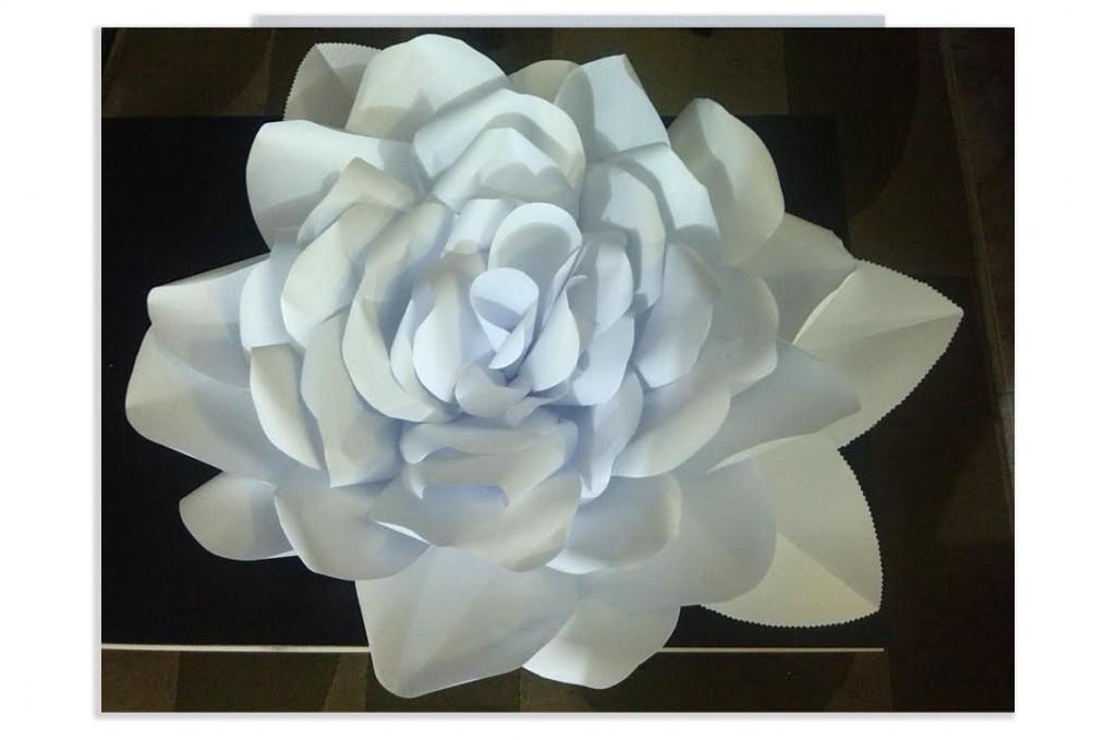 Rosa di carta gigante